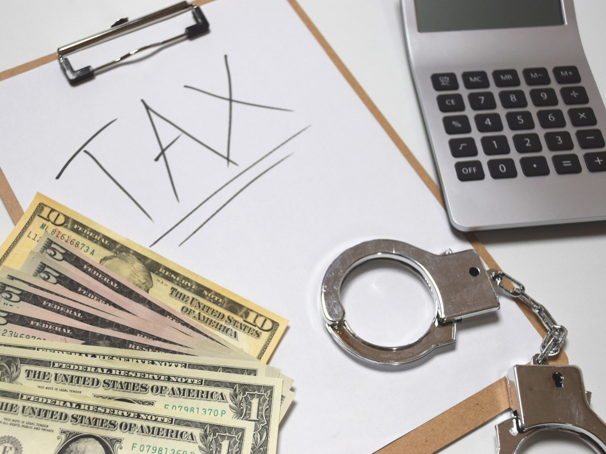 Dallas Tax Crimes Defense Lawyer Explains Tax Fraud vs. Tax Evasion: What's the Difference?